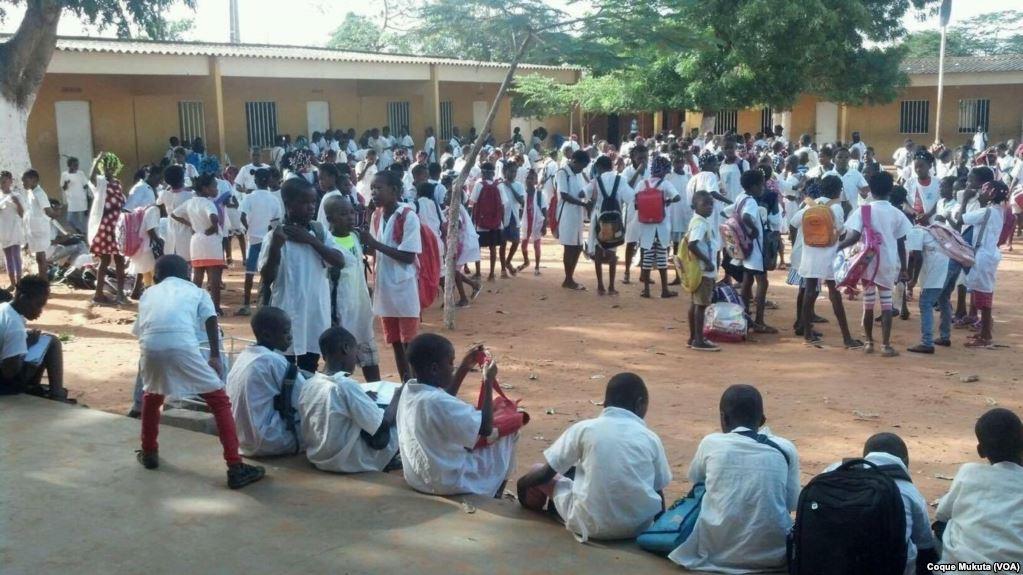 Escola em Luanda.jpg